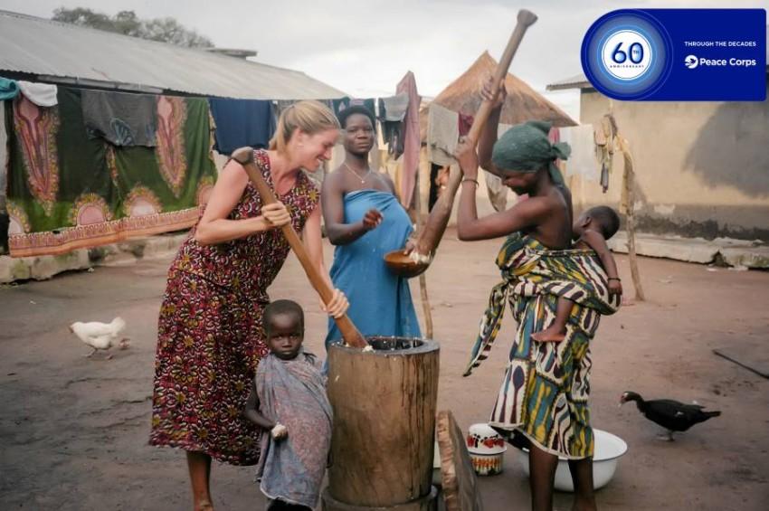 عمل متطوعو فيلق السلام في 140 بلداً. (حساب الفيلق على تويتر)