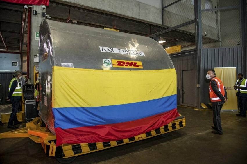 شحنة لقاحات تصل إلى بوغوتا عبر آلية كوفاكس - رويترز.