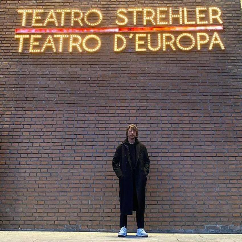 بيكولي من أمام مسرح مسرح Piccolo Teatro Di Milano