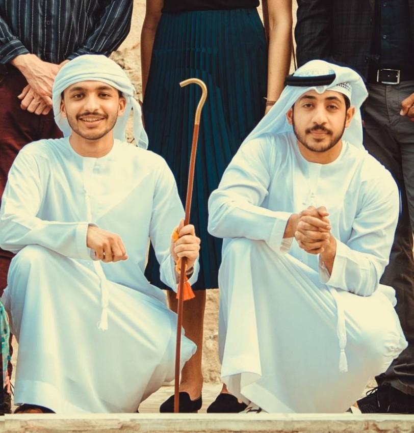 أحمد السميطي إلى اليمين، وعبدالله العبيدلي إلى اليسار