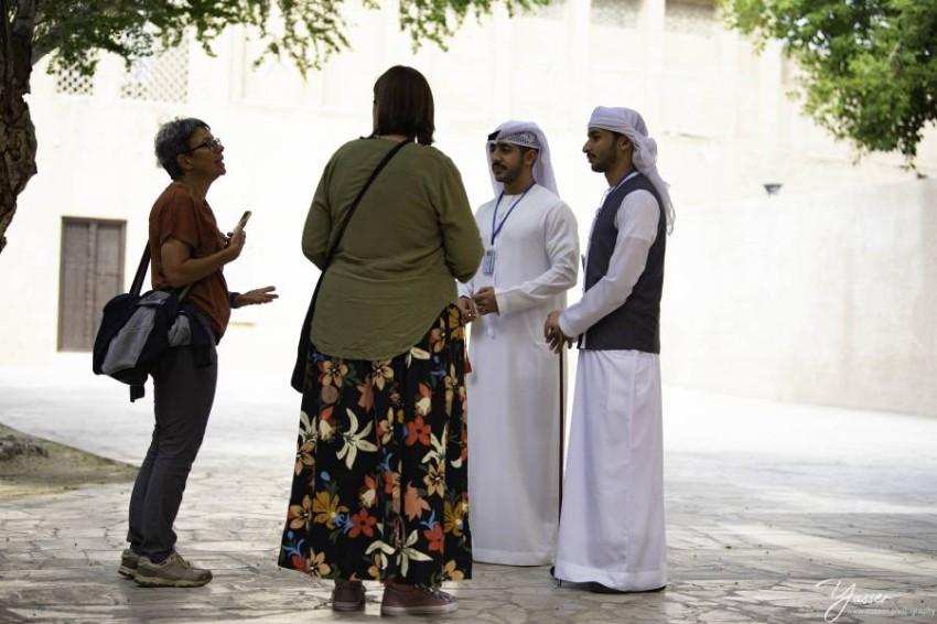 أحمد السميطي وعبد الله العبيدلي خلال إحدى الجولات السياحية بدبي - من المصدر