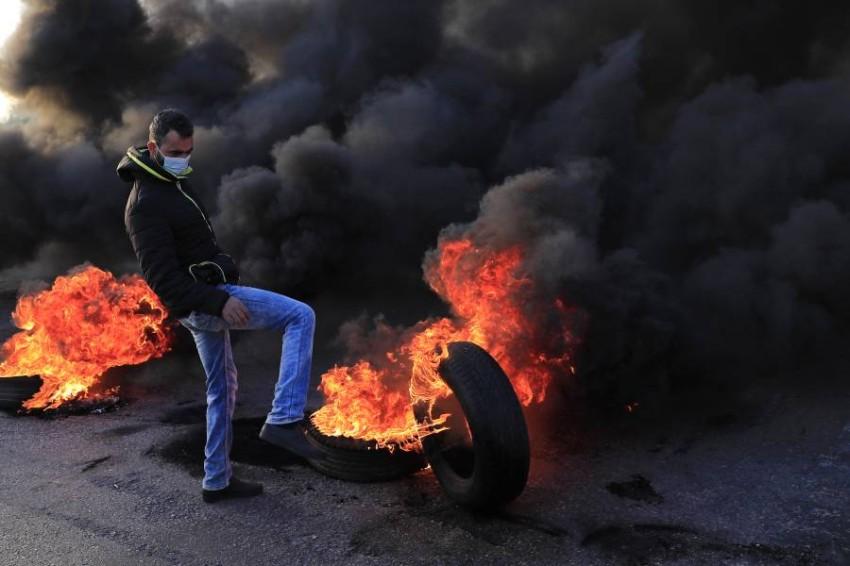 المحتجون قطعوا الشوارع الرئيسية في بيروت.(أ ب)