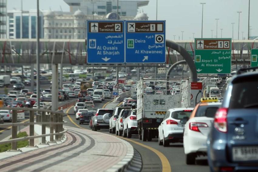 Heavy traffic at Al Ittihad Road, Dubai, UAE on 16 June 2016., طرق دبي تعتمد حزمة برامج تدريبية لتحقيق الأمن والأمان للسائقين ومستخدمي الطريق