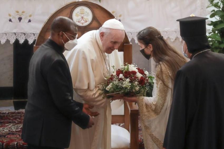 البابا يحث من بغداد على وقف العنف والتطرف والتحزبات وعدم التسامح. (أ ب)