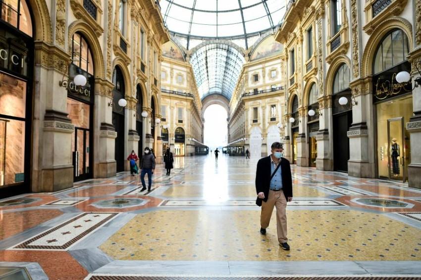 مركز تسوق شبه خالٍ في إيطاليا. (رويترز)
