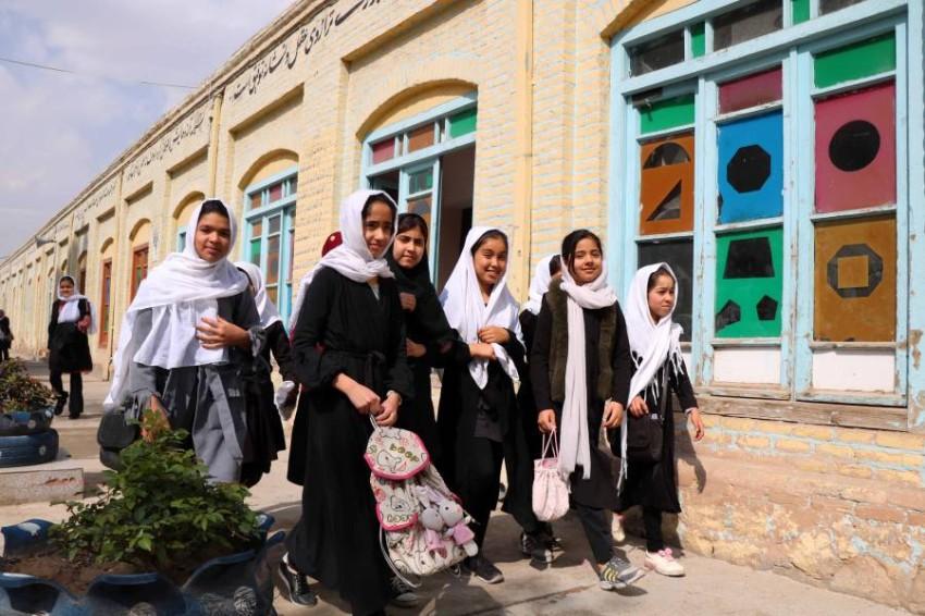طالبات في مدرسة بهيرات الافغانية.(أي بي أيه)