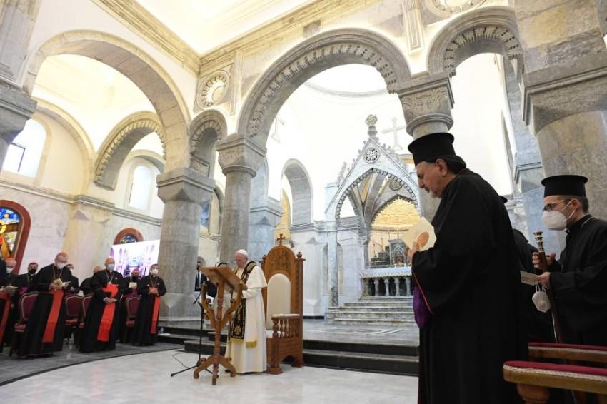 البابا داخل كنيسة الطاهرة. (إي بي أيه)