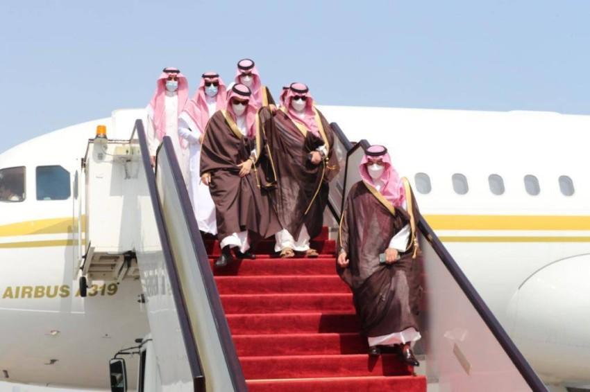 وزير الخارجية السعودي أثناء وصوله لمطار الدوحة - واس.