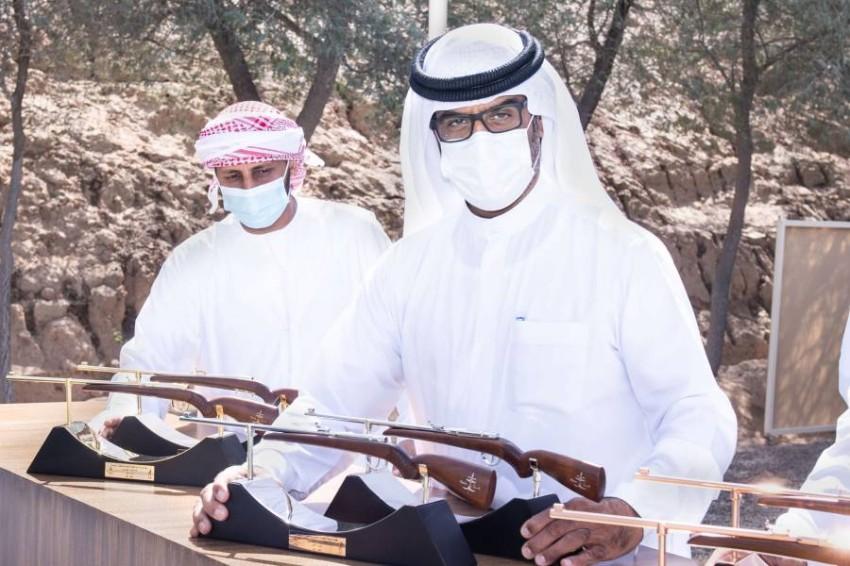عبدالله حمدان بن دلموك خلال مراسم تكريم الفائزين في إسقاط الصحون