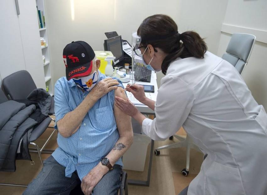 حملات التطعيم تجري على قدم وساق في أمريكا.(أ ب)