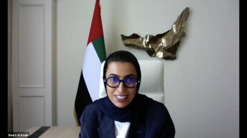 نورة الكعبي خلال مشاركتها في القمة الثقافية في أبوظبي.