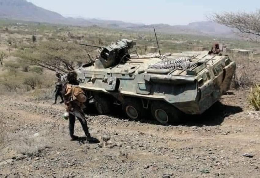 آلية عسكرية استولت عليها قوات الشرعية من الحوثيين في تعز