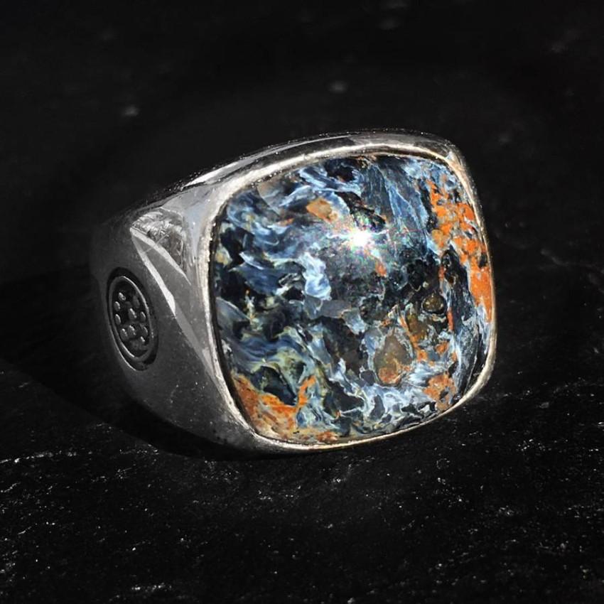 الأحجار وتأثيرها على طاقة الإنسان.
