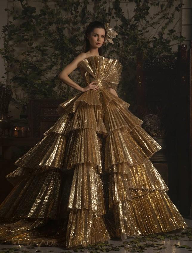 الفستان الذهبي من قماش الباييت اللامع