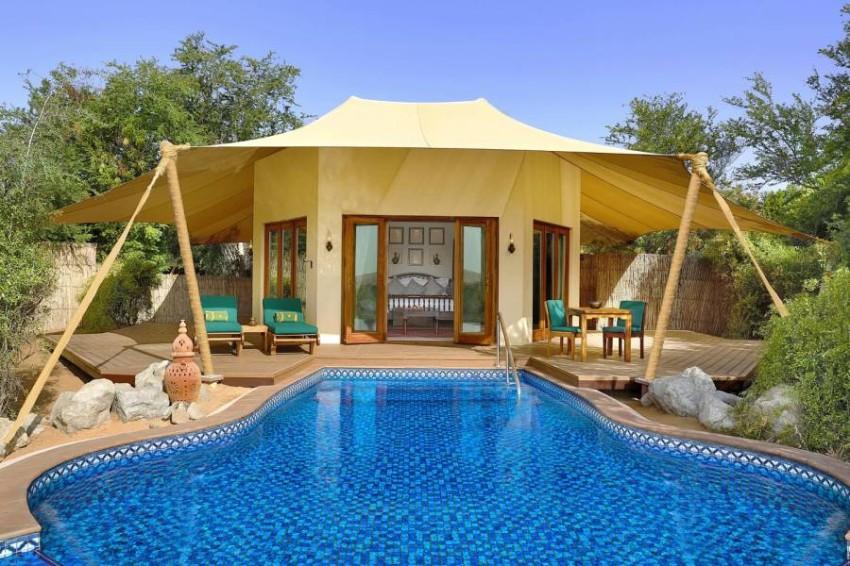 أحواض السباحة الخاصة في منتجع المها الصحراوي