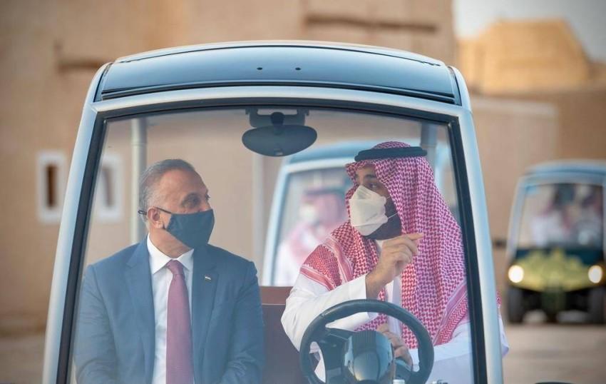 الأمير محمد بن سلمان يصطحب الكاظمي في جولة بالدرعية. (رويترز)