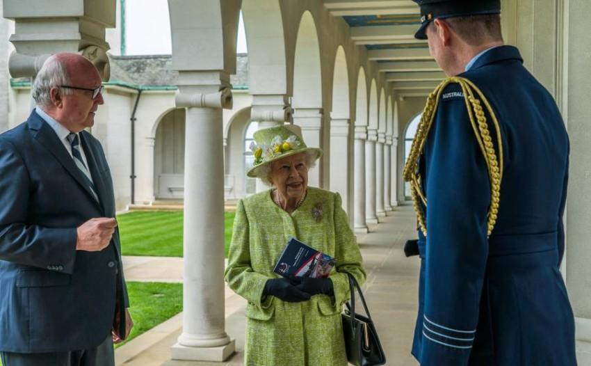 ظهرت ملكة بريطانيا بدون ارتداء القناع بعد تلقيها للجرعة الثانية للقاح كورونا - EPA.