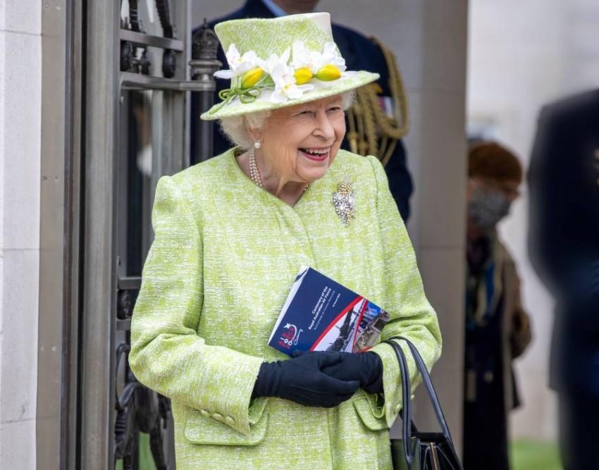 زارت الملكة نصباً تذكارياً للقوات الجوية - أ ف ب.