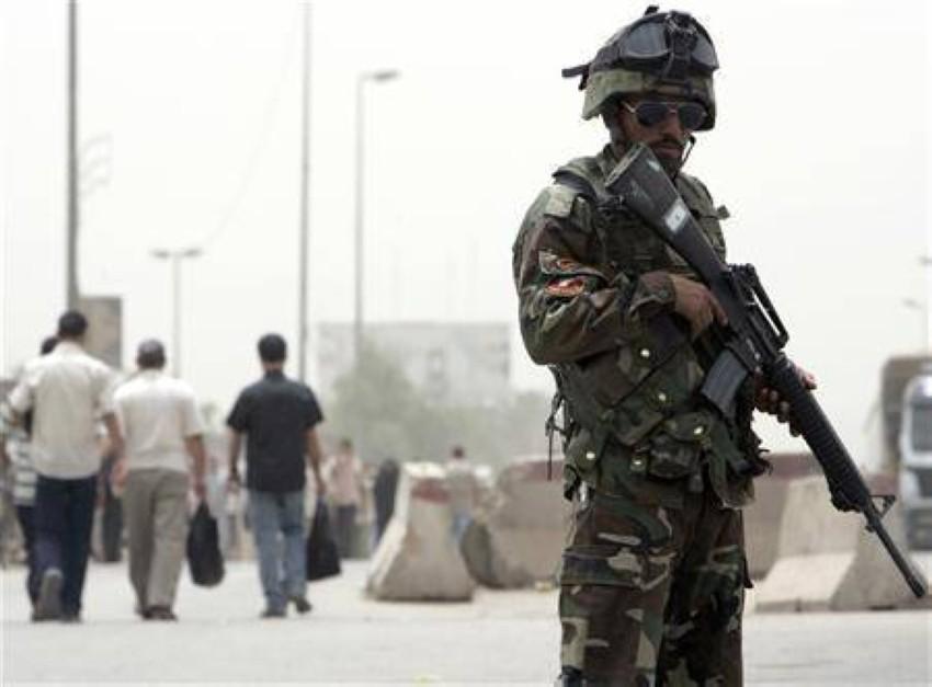 أحد أفراد قوات الأمن العراقية. (رويترز)