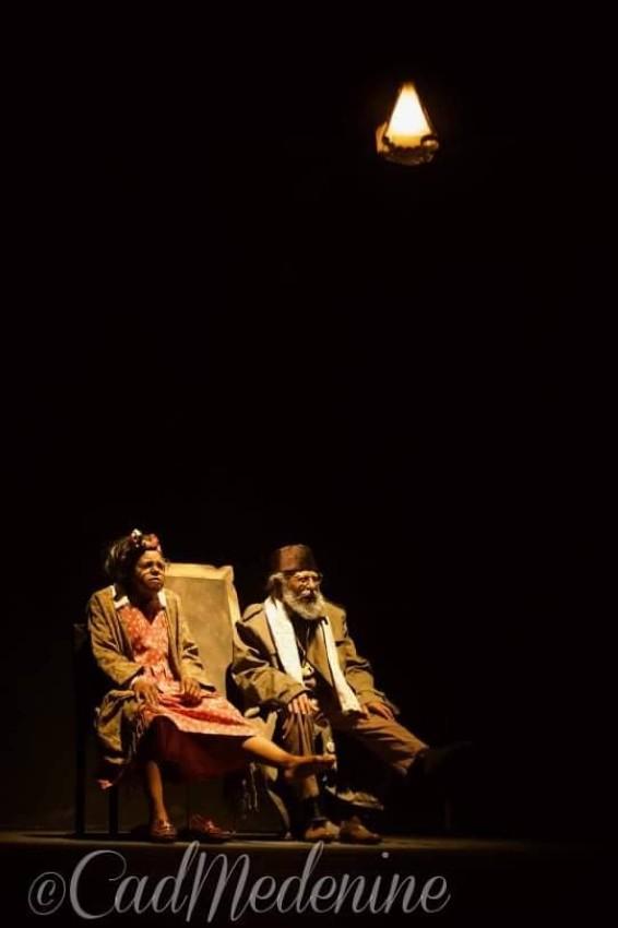 مشهد من مسرحية غربة