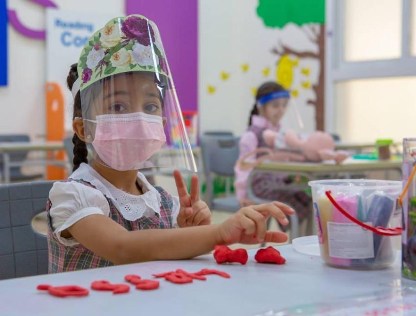 تستقبل المدارس الطلبة في فصولهم بعد نتيجة PCR سلبية. (من المصدر)