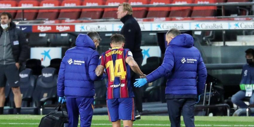 فيليب كوتينيو مصاباً بقميص برشلونة. (غيتي)