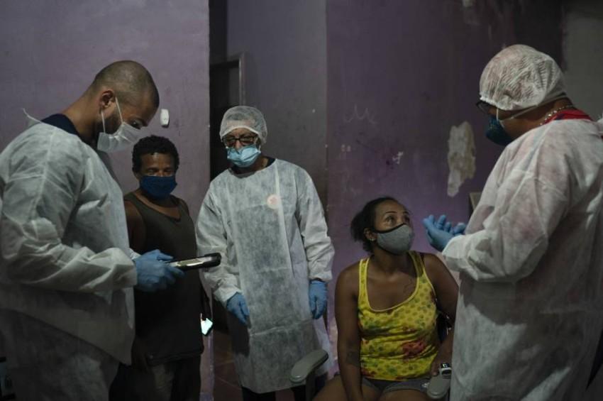 تخوض البرازيل حملتها لمكافحة وباء كوفيد-19 وسط فوضى عارمة - أب.