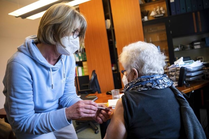 التطعيم بلقاح فايزر في المانيا.(أ ف ب)