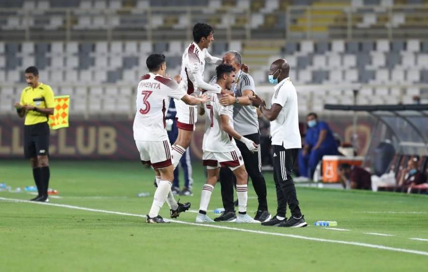 لاعبو الوحدة يحتفلون بالفوز والتأهل. (تصوير محمد بدرالدين)