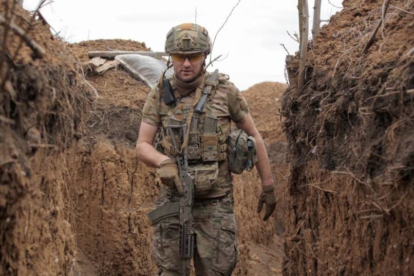 جندي من القوات الأوكرانية. (رويترز)