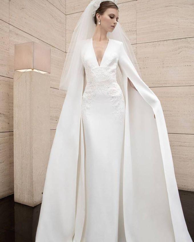 العروس الأنيقة بخيال إيلي صعب لربيع 2022