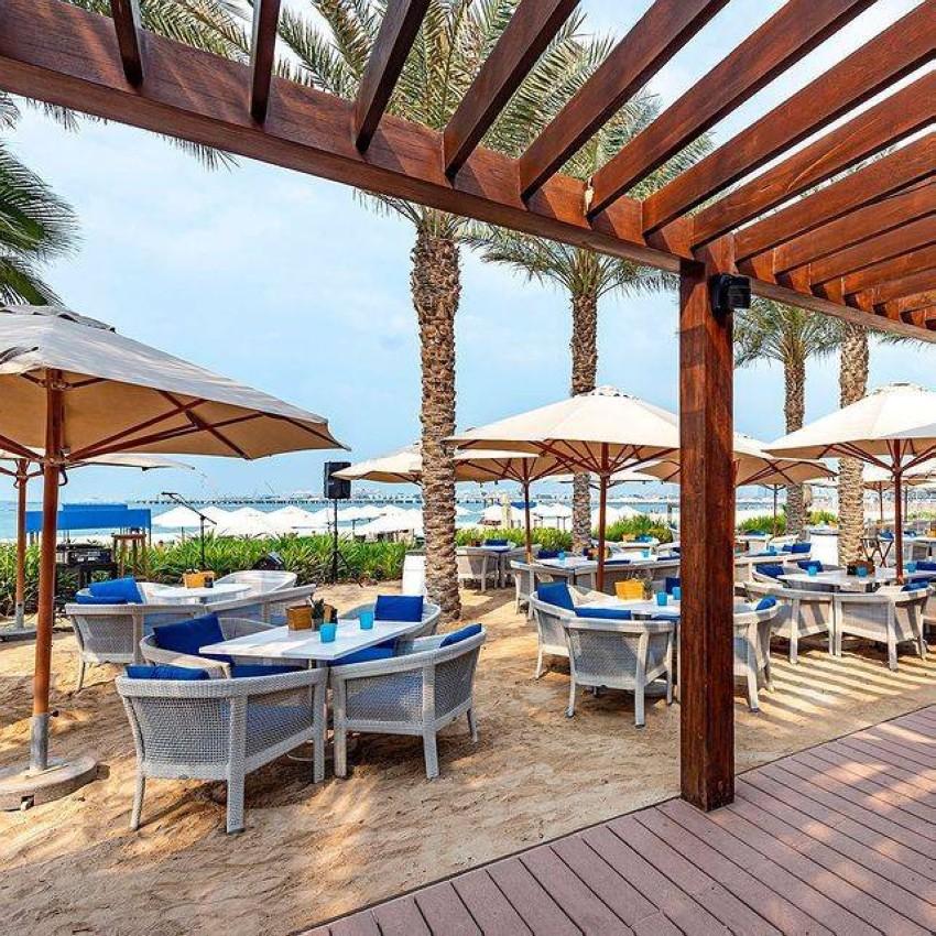 مطعم PALM GRILL على البحر
