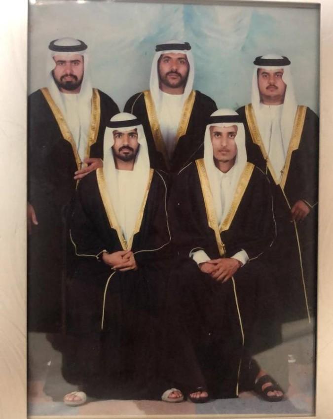 فرج المزروعي مع عدد من أصدقائه عام 1996