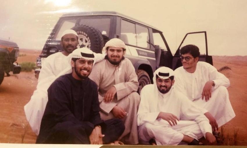 فرج المزروعي يتوسط عدد من أصدقائه عام 1992
