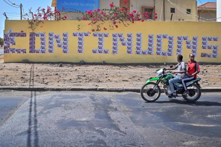 لافتة انتخابية في جيبوتي العاصمة. (أ ف ب)