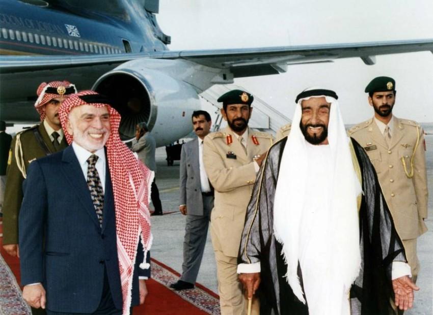 المغفور لهما الشيخ زايد بن سلطان آل نهيان والملك الحسين بن طلال - رويترز.