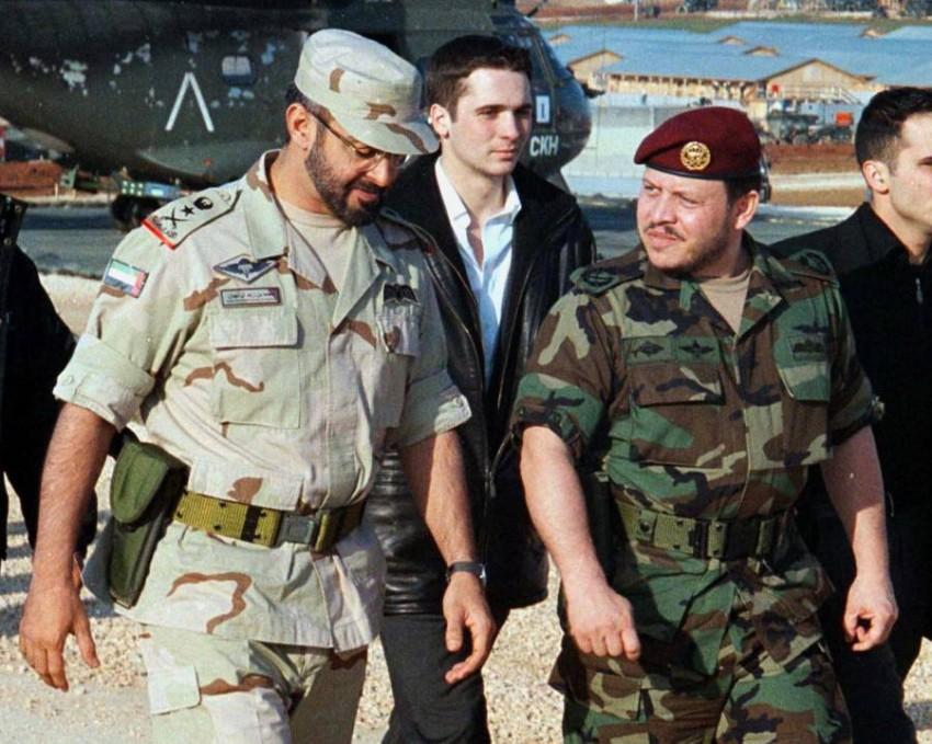 محمد بن زايد برفقة الملك عبدالله - رويترز.