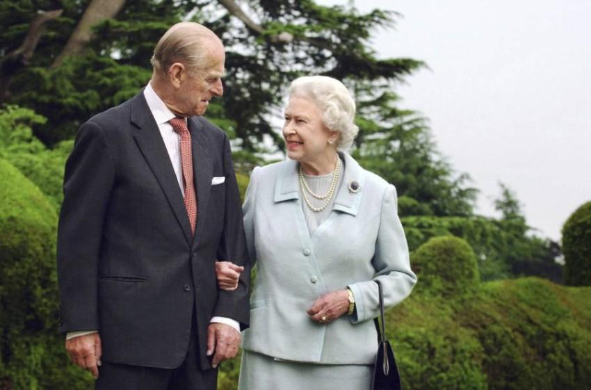 من المتوقع ان توجه الملكة خطاب متلفز للشعب البريطاني - أب.
