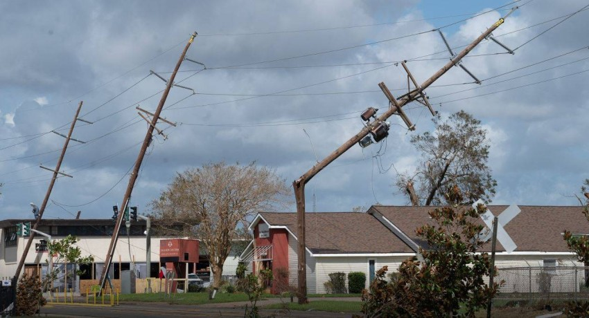 أضرار جسيمة تطال ملايين القاطنين في مسارات العواصف على طول ساحل الخليج جنوب شرق الولايات المتحدة. (أ ب)