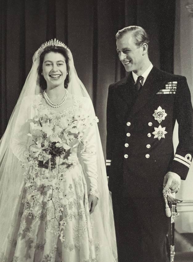 فستان زفاف الملكة إليزابيث