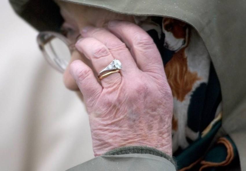 خاتم الخطوبة والزواج للملكة إليزابيث