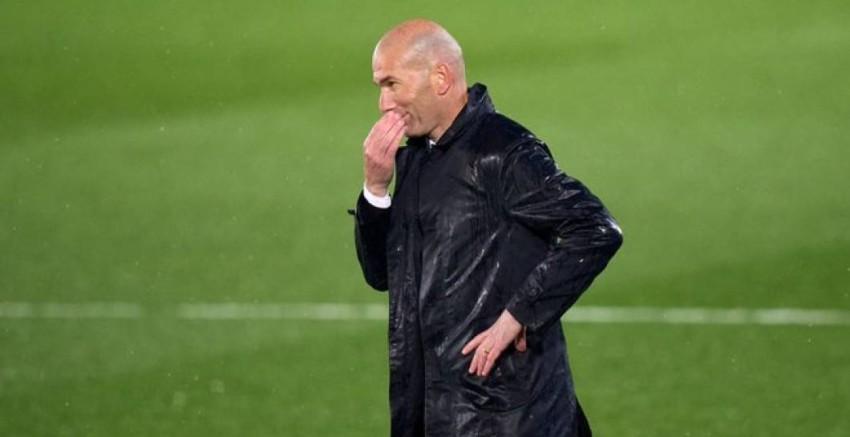 زين الدين زيدان مدرب ريال مدريد (ديفنسا سنترال)