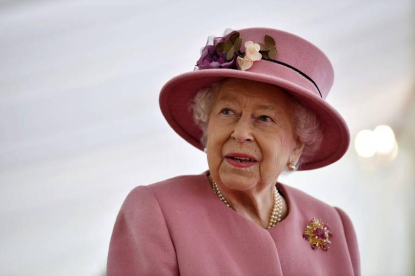 الملكة إليزابيث الثانية - أب.