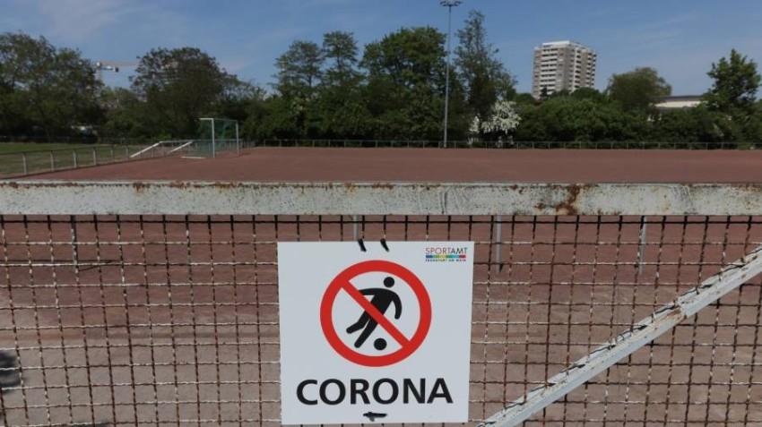 كورونا أثرت في منافسات كرة القدم العالمية. (أ ف ب)