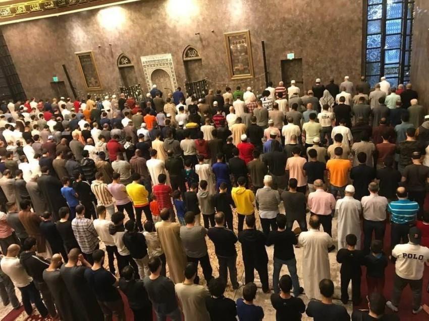 الصلاة في المركز الإسلامي في سنسيناتي بأوهايو.