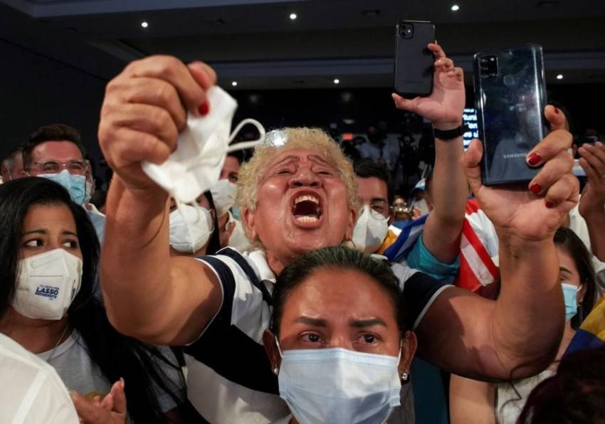 أنصار غييرمو لاسو يحتفون بفوزه. (رويترز)