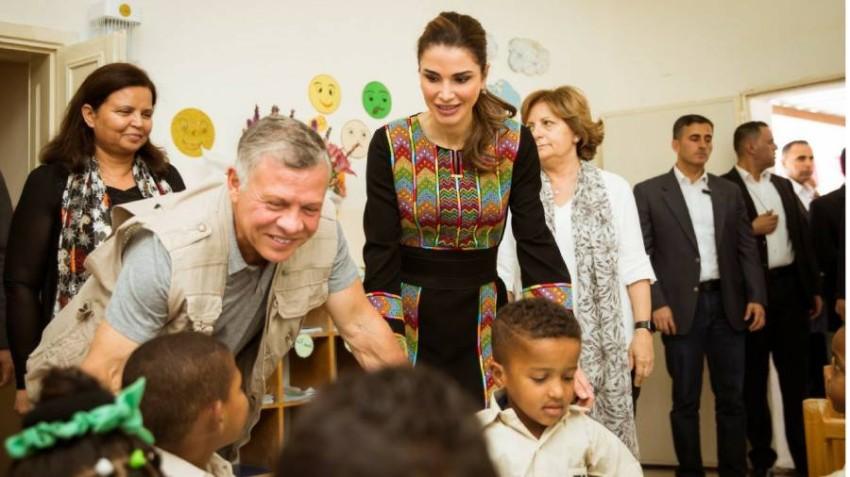 الملكة رانيا بالثوب الأردني رفقة زوجها الملك عبد الله ملك الأردن