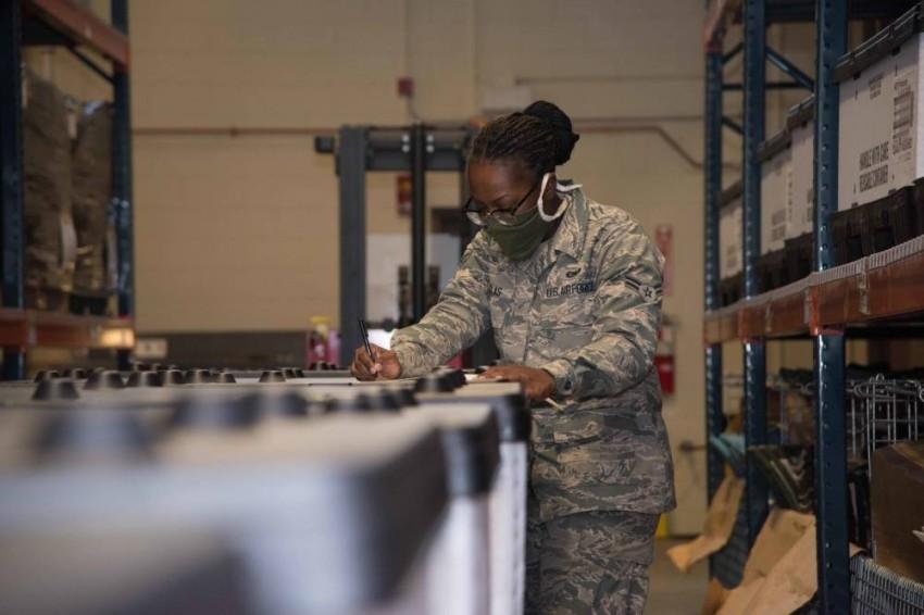 تعاني النساء المنتسبات للقوات الجوية من مشكلات صحية بسبب التسريحة - الرؤية.