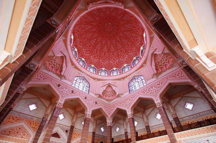 مسجد بوترا من الداخل