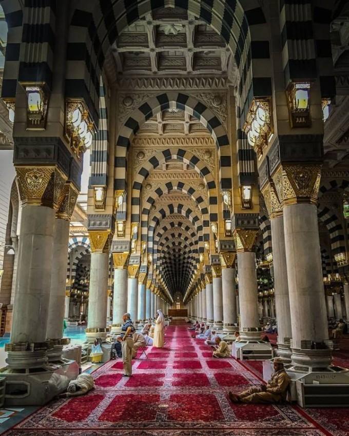 المسجد النبوي الشريف من الداخل